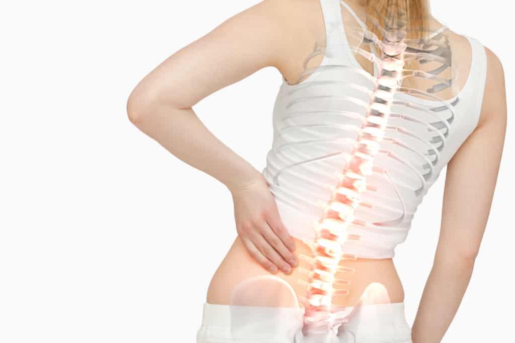 Darstellung: Frau mit Rückenschmerzen