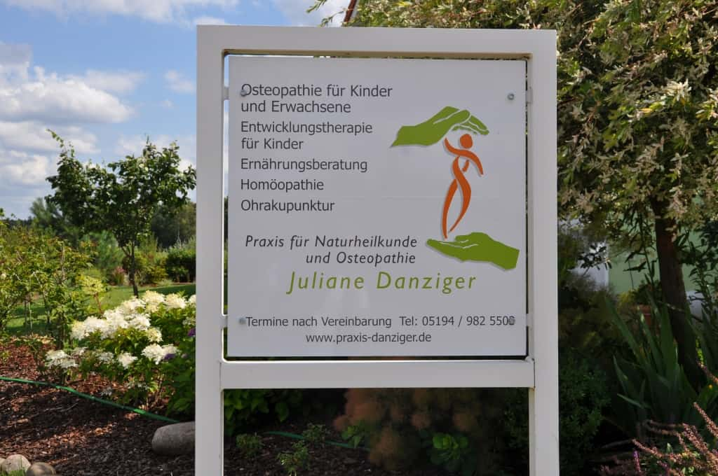 Praxisschild | Praxis für Naturheilkunde und Osteopathie Juliane Danziger Bispingen